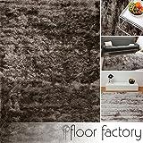 floor factory Exklusiver Hochflor Shaggy Teppich Satin silber/grau 140x200 cm - edler, seidig glänzender Teppich