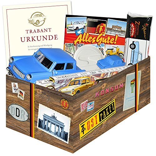 Ostpaket 'TRABI Set' + Geschenkverpackung mit Ostmotiven. 6 Trabant Produkte: Trabi Puffreis,...