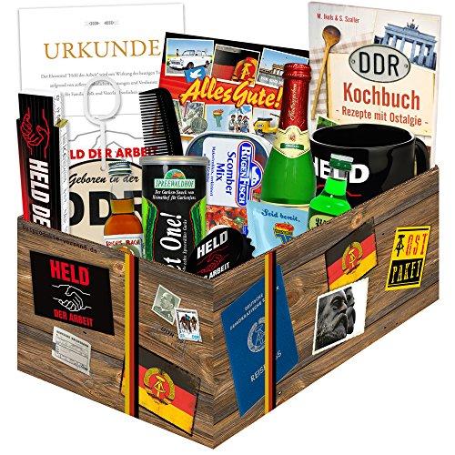 """Waren DDR """"echte Männer in der DDR XXL"""" inkl. Geschenkverpackung mit Ostmotiven. DAS Ostprodukte Geschenk für Männer mit Bier + Schnaps + Kondomen + Erichs Rache und mehr. Für Ostalgiker (Lebensmittel Kostüme Russischen)"""