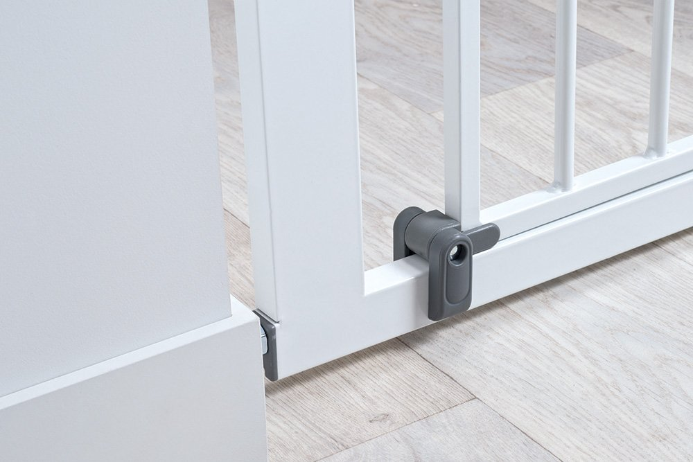 Safety 1st Quick Close ST Extra Secure Metal Child Safety Gate Stair Gate Extension Can be Extended Up to 136cm for Clamping White 73-80cm (from 6-24Months) Safety 1st High quality stair gate made of metal, is suitable for children between approx. 6up to 24months. Extra secure: with SecurTech system, and double locking system. Practical clamping–no drilling or screws required. 6