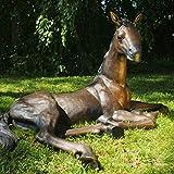 Kunsthandel Lohmann Große Bronzefigur Liegendes Fohlen Pferd ALS Gartendeko