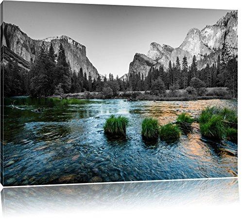 seichter Fluss vor Berglandschaft schwarz/weiß Format: 120x80 auf Leinwand, XXL riesige Bilder fertig gerahmt mit Keilrahmen, Kunstdruck auf Wandbild mit Rahmen, günstiger als Gemälde oder Ölbild, kein Poster oder Plakat (California Und Weiß-plakat Schwarz)