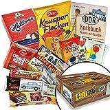 Feine DDR-Köstlichkeiten in einer Box - Hansa Keks Wikana, Doppelkeks Mini mit Kakaocreme Wikinger, Himbeer-Bonbons Bodeta uvm. +++ Kultiger Präsentkorb mit Ostprodukten aus der DDR +++ Geschenkboxen für Geburtstage, (N)Ostalgiker oder zum Valentinstag +++ Süßigkeiten in kultiger DDR-Verpackung