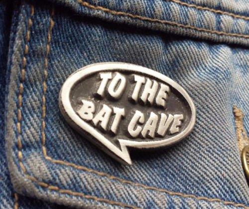 Zu The Bat Cave Batman Zitat Zinn Brosche Free UK Post Zinn Anstecker Batman Robin Joker