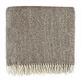 URBANARA Decke/Wolldecke Salantai - 100% reine Schurwolle, Wohndecke in Fischgrat-Design mit Fransen - 140 x 220 cm (Dunkelbraun/Creme)