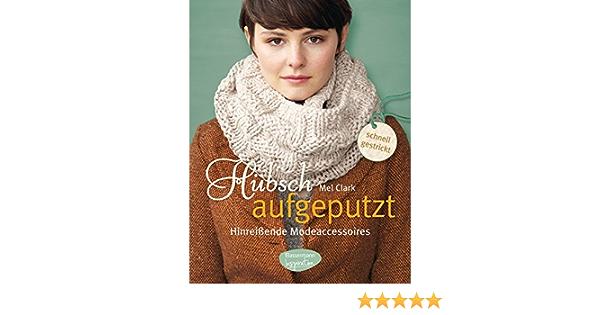 Hübsches und flexibles Mädchen Zina Nehuschova benutzt einen Kleiderbügel als Stange