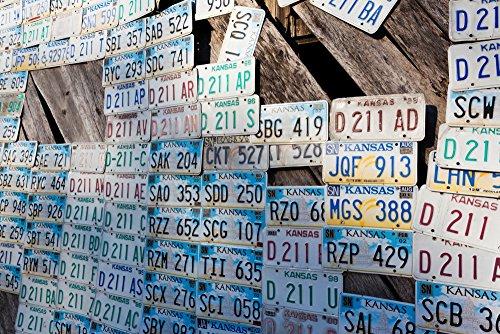 Panoramic Images – Kansas license plates at Art Park designed by Ron Lessman Truckhenge Topeka Kansas USA Kunstdruck (60,96 x 91,44 cm)