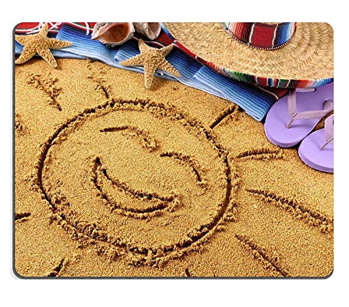 y011 Naturkautschuk-Spiel-Mausunterlage-Mäusematte Lächelnde Sonne gezeichnet in Sand auf Einem mexikanischen Strand mit Sombrero-Strohhut traditionellen Serape Decke Starfish und Muscheln PM011160