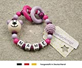 Baby Greifling Beißring geschlossen mit Namen | individuelles Holz Lernspielzeug als Geschenk zur Geburt & Taufe | Mädchen Motiv Bär in flieder