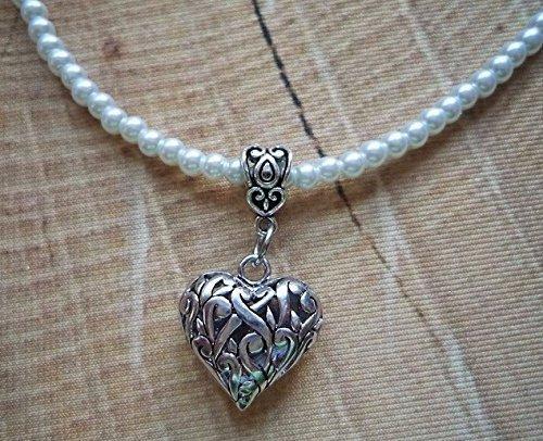 Perlenkette in weiß mit kleinem, dekoativen Herz- Anhänger (Kunststoff-perlenketten)