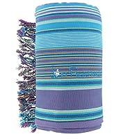 Kikoy Telo da spiaggia cotone rigato, spugna blu viola. Il Kikoi è un tessuto tradizionale del Kenya, tessuto a mano, dal design geometrico. Portato come veste sui fianchi, è oggi telo mare o pareo. Di grande misura (94*160cm), una facciata c...
