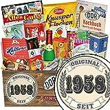Original seit 1958 | Süßigkeiten Geschenk | Geschenkpaket | Original seit 1958 | DDR Präsentkorb | Geschenke zum 60 Geburtstag Mann lustig | mit Trabi Puffreis Schokolade, Zetti und mehr | INKL DDR Kochbuch