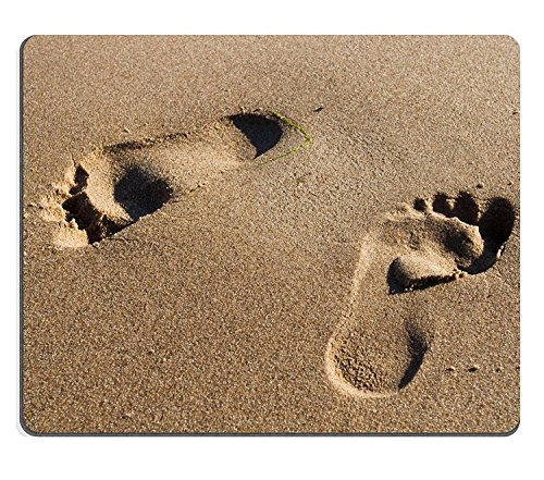 luxlady Gaming Mousepad Zwei Fußspuren im nassen Sand am Strand Bild-ID 3168825