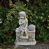 Wunderschöne massive Mädchenfigur auf der Mauer Kinderfigur aus Steinguss frostfest