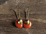 lange Messing Ohrringe mit runden Emaille Anhänger pfirsich