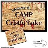 1art1 Freitag der 13, Welcome to Camp Crystal Lake Fußmatte Türmatte (60x40 cm) + Mauspad (23x19 cm) Geschenkset