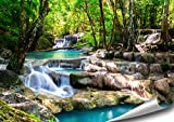 ARTBAY Cascade Tropicale dans la forêt - Poster XXL - 118,8 x 84 cm | Cascade Magique dans Une forêt inondée de Soleil, Thaïlande | Poster de Nature |Qualité supérieure
