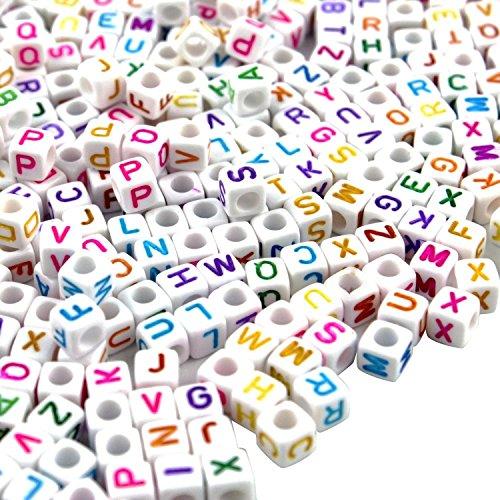 Goodlucky365 500 Stück Buchstaben Perlen zum Auffädeln gemischte Weiße Perlen mit bunten Buchstaben A-z Würfelperlen Abmessung 6x6mm oder 1/4 geeignet für Armbänder Auffädeln, Halsketten, Schlüsselanhänger und Kinderschmuck
