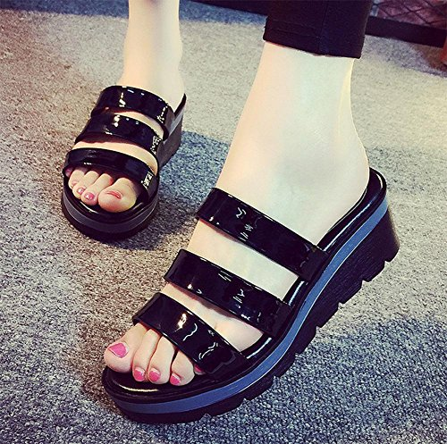 Sommer-Mode Steigung mit bequemer großer Frau in Sandalen und Pantoffeln mit rutschfesten flachen Sandalen Frauen Schwarz