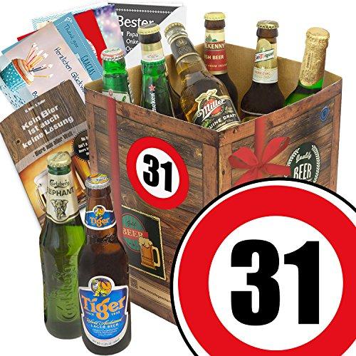 Geburtstagsgeschenke für Männer zum 31. - Bier Geschenk Box mit Bieren der Welt + gratis Bierbuch + Geschenk Karten + Bier - Bewertungsbogen Bierset + Bier Geschenk + Personalisierte Geschenk-Box - 31 + Bier Geschenke Geschenkideen. Besser als Bier selber