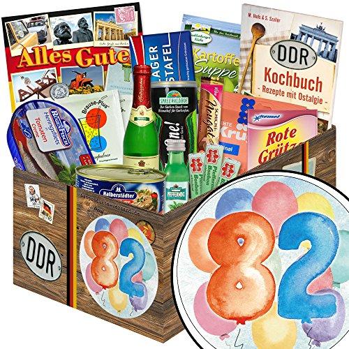 82 Geburtstag | Geschenk Idee | in aquarell Zahl 82 | zum Geburtstag | Spezialitäten Geschenkbox | mit Viba Nougat Stange, Pfeffi Likör, Rotkäppchen Piccolo und mehr