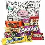 Kleiner Amerikanische Süßigkeiten Geschenkkorb von Heavenly Sweets | Süßigkeiten aus den USA | Auswahl beinhaltet Reeses, Jelly Belly, Skittles | 12 Produkte in einer tollen retro Geschenkebox