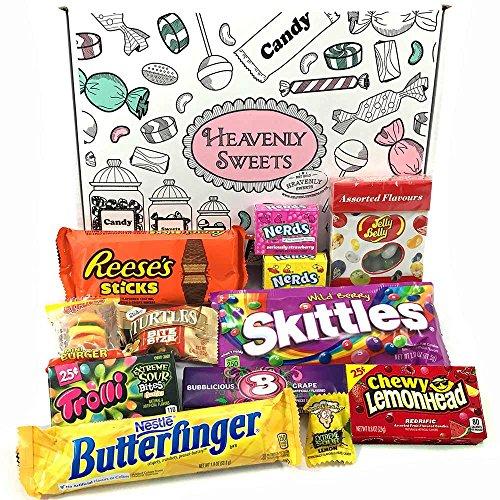 Kleiner Amerikanische Süßigkeiten Geschenkkorb von Heavenly Sweets | Süßigkeiten aus den USA | Auswahl beinhaltet Reeses, Jelly Belly, Skittles | 12 Produkte in einer tollen retro - Tootsie Roll Große