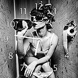 Wallario Glas-Uhr Echtglas Wanduhr Motivuhr • in Premium-Qualität • Größe: 30x30cm • Motiv: Kloparty - Sexy Frau auf Toilette mit Weinflasche