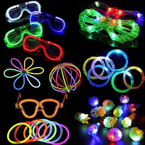 Partei-Bevorzugungs-Spielzeug-Set, Partei-Bevorzugungen für Kinder 74 + 2 Stücke LED beleuchten Partei-Bevorzugungs-Spielzeug-Satz. LED-Partei-Satz mit LED-Zusätzen - 12 LED blinkende holperige Ringe, 6 LED-Blasen-Armbänder, 6 LED Gläser und 50 heller Stock u. Zufälliger 2 Kürbis Brille (Partyspielzeuge 03)
