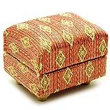 Miniatur Couch Hocker / Sofa Hocker - für Puppenstube Maßstab 1:12 - rot weiß golden - gestreift - Puppenhaus Puppenhausmöbel Sofasessel Wohnzimmer Klein - für Wohnzimmerlandschaft - Puppensofa - Möbel Wohnlandschaft - Miniatur Diorama