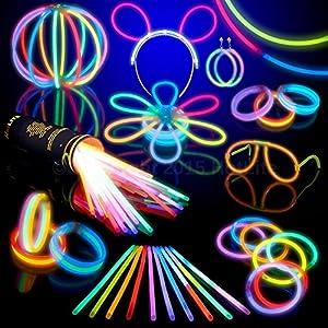 Pack de 100 Varitas Luminosas para Fiestas HotLite 20 cm - pulseras, collares, kits para crear gafas, pulseras triples, una diadema, pendientes, flores, una bola luminosa Premium y mucho más! de Hotlite