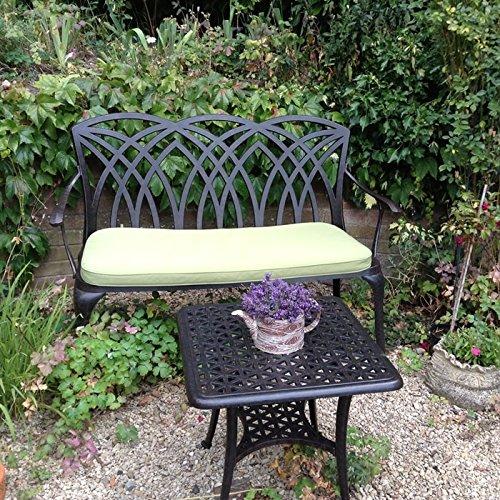 Lazy Susan – SANDRA Quadratischer Kaffeetisch mit 1 APRIL Gartenbank und 2 APRIL Stühlen – Gartenmöbel Set aus Metall, Antik Bronze (Grüne Kissen) - 3