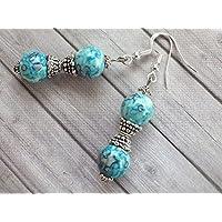 Thurcolas orecchini Blue Spirit perla colorato blu perle di giada naturale bianca e perline tibetane