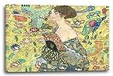 Gustav Klimt - Frau mit Fächer (1918), 120 x 80 cm (weitere Größen verfügbar), Leinwand auf Keilrahmen gespannt und fertig zum Aufhängen, hochwertiger Kunstdruck aus deutscher Produktion (Alte Meister bis Moderne Kunst). Stil: Jugendstil, Symbolismus, Moderne Kunst, Wiener Secession, Klassizismus, Realismus, Surrealismus