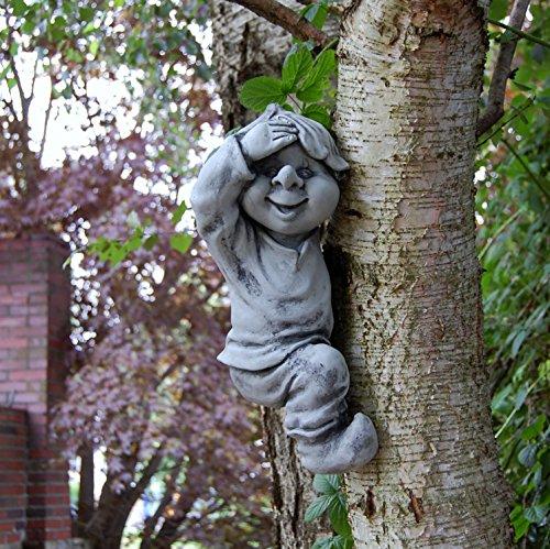 Wichtel Gnom auf dem Baum