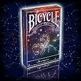 Un mazzo stellare!   Bellissime carte da gioco, firmate Bicycle, nate per omaggiare i vari segni zodiacali e le relative costellazioni.   Questa serie di mazzi sono personalizzati utilizzando i segni zodiacali come base e ogni segno ha la propria ...