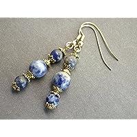 Orecchini con perle blu e belle coppe d'oro