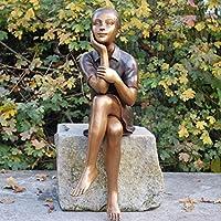 Sitzende Bronzefigur 'Mädchen Karola beim Nachdenken'