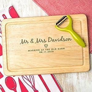 """Hochzeitsgeschenk personalisiert – Schneidebrett mit Personalisierung -""""Mr and Mrs"""" – zur Verlobung – zum ersten gemeinsamen Weihnachten"""