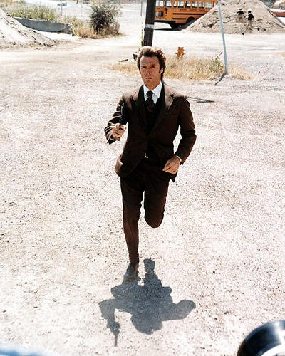 CLINT EASTWOOD DIRTY HARRY Running mit Gun 10 x 8 Werbe Foto -