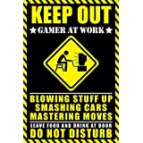 "Póster Keep out - Gamer at work/ Mantengase afuera - Jugador trabajando"" (61cm x 91,5cm) + 1 paquete de tesa Powerstrips® (20 tiras)"