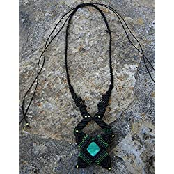 Collar macramé con jade verde artesanal