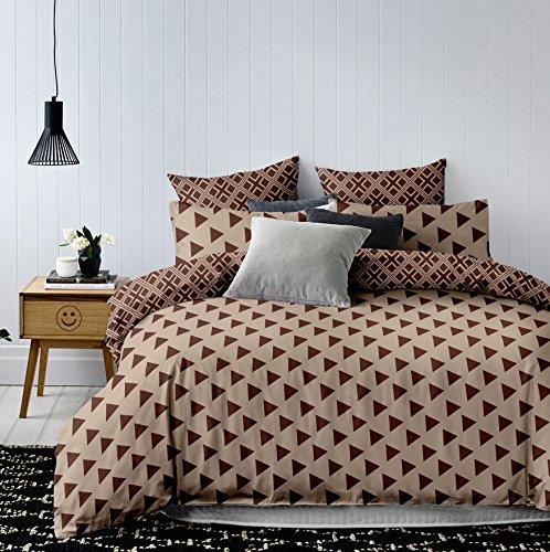 DecoKing Premium 24317 230x220 cm mit 2 Kissenbezügen 50x75 geometrisches Muster Dreiecke Microfaser beige Cappuccino braun Schoko Hypnosis Triangles Bettwäsche, 230 x 220 cm + 50 x 752