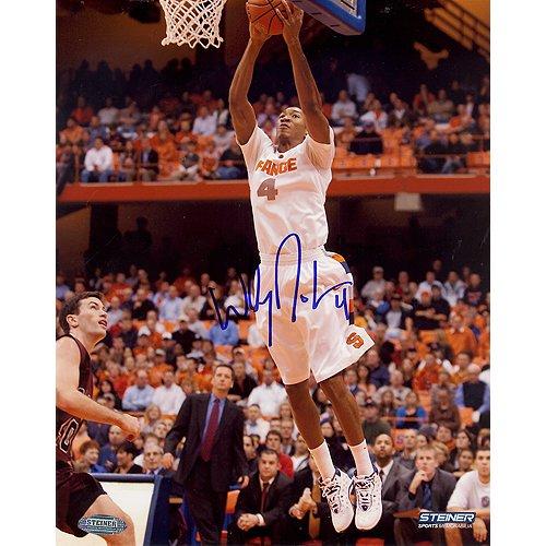 yrakus Universität Wesley Johnson Syrakus weiß signiert Jersey Zwei Hand Dunk Vertikal 16-by-20-inch unterzeichnet Foto ()