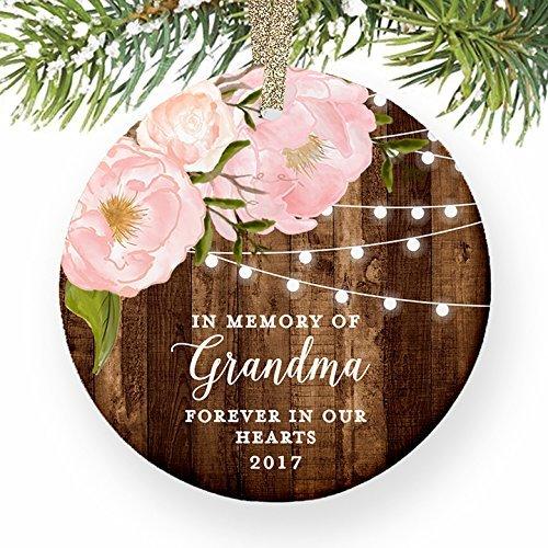In Memory Of Oma Großmutter Tribute Forever in Our Hearts datiert Pink Peony Weihnachts rund Weihnachten Ornament Andenken Xmas Tree Dekoration Hochzeit Jahrestag Geschenk Weihnachtsbaum Geschenk Idee (Datiert Weihnachtsbaum Ornamente)