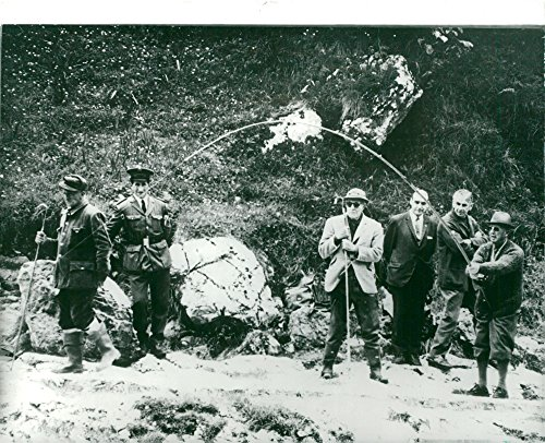 vintage-photo-of-spanish-general-francisco-franco-fishes-salmon-in-rio-cares