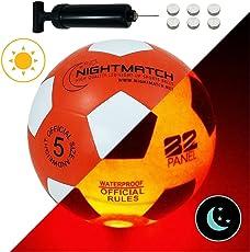 NIGHTMATCH LEUCHTFUSSBALL mit BALLPUMPE und ERSATZBATTERIEN - Flaming Red Edition - Toller Kinder-Fussball Ball - Helle, Sensor-aktivierte LED-Beleuchtung - Größe 5 - Offizielle Größe&Gewicht