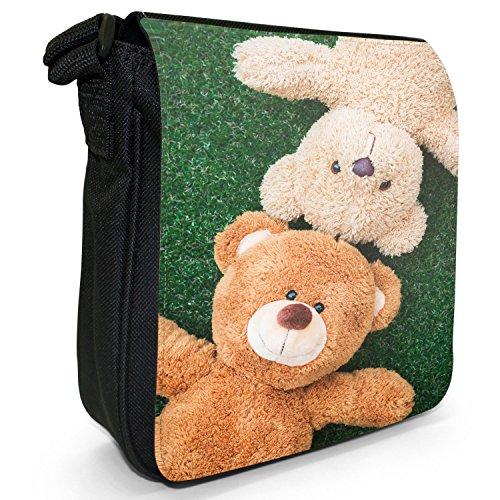 Fancy A Snuggle Teddybär-Freunde spielen auf dem Gras Kleine Schultertasche aus schwarzem Canvas
