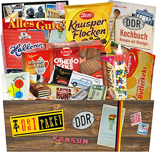 """Versuchung und Erinnerung in einer Geschenkbox +++ Ostdeutsche Süßigkeiten für treue DDR´ler +++ Geschenk für Mama, Papa, Oma und Opa +++ Kalter Hund Blister, Liebesperlen, Trabi Puffreis Schokolade und vieles mehr +++ Bunte und wiederverschließbare Geschenkbox als Blickfang +++ Für wahre DDR """"Kenner"""""""