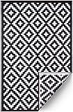 FH Home Alfombra/Alfombra de plástico Reciclado para Interiores/Exteriores - Reversible - Resistente al Clima y a los Rayos UV - Aztec - Black/White (150 cm x 240 cm)